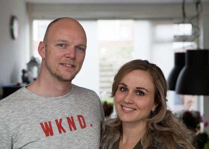Maarten Boot (36) en Cindy Ozkohen (30) uit Sneek pakken het helemaal anders aan.