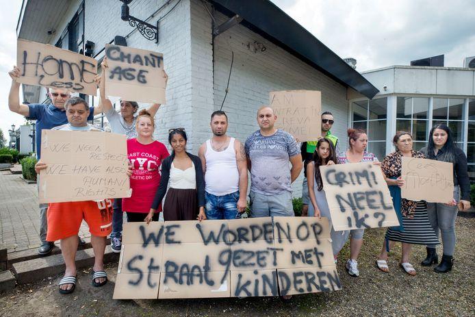 Bewoners van Fort Oranje protesteerden eerder dit jaar tegen de gedwongen ontruiming van de camping.