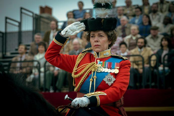 """Olivia Colman dans le rôle de la reine Elizabeth II dans une scène de """"The Crown""""."""