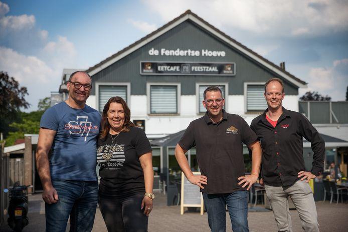 Per oktober wordt de Fendertse Hoeve overgenomen door Wilco van den Boogaard en Lilian Backer. Rechts de huidige beheerders Bas de Beer en Jordi van Kouteren.