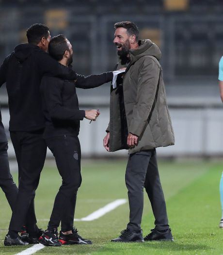Van Nistelrooy ziet spelers vorderingen maken bij Jong PSV: 'Ze staan klaar voor het eerste elftal als het nodig is'
