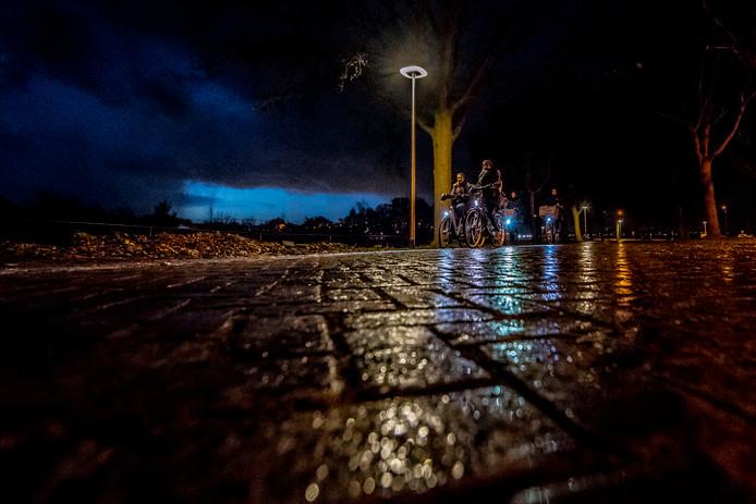 Bergen op Zoom haakte aan bij de fietspadverlichting die de gemeente Woensdrecht aan liet leggen langs de Antwerpsestraatweg. De lantaarnpalen staan nu tot aan Borgvliet. Na evaluatie wordt bij gebleken succes gekeken naar mogelijke nieuwe trajecten.