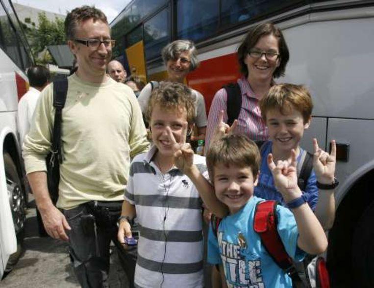 """Een Australische familie, op de terugweg van een vakantie in Londen: """"we made it!"""""""