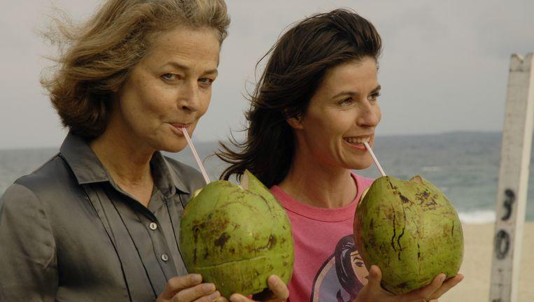 Charlotte Rampling en Irène Jacob in Rio Sex Comedy Beeld