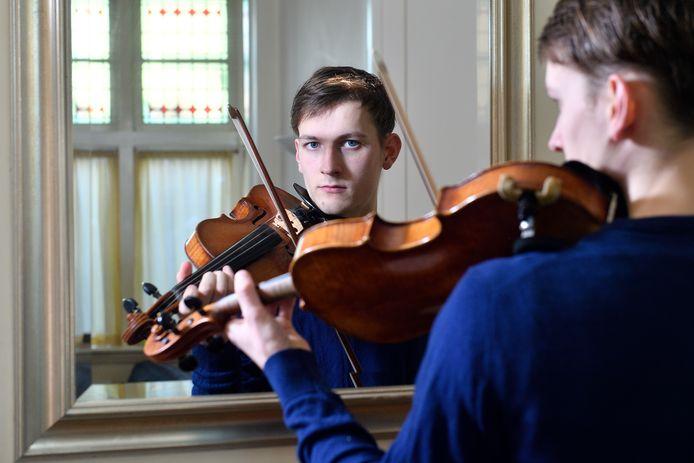Valentino Koloski vergat zijn viool in de trein, waarna hij op Marktplaats werd aangeboden