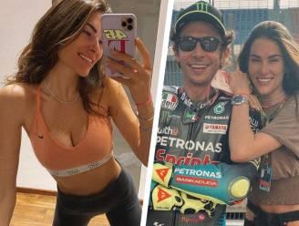 """Vriendin Valentino Rossi getuigt over werken als vrouw in MotoGP: """"Niet makkelijk met mannen die naar je kont kijken of aanraken"""""""
