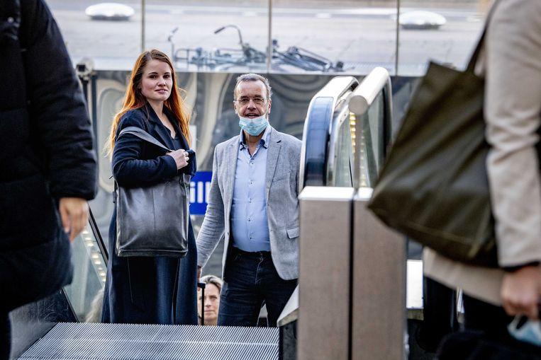 Journalist Ans Boersma en haar advocaat Marq Wijngaarden komen aan bij de rechtbank.  Beeld ANP