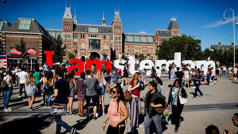 Amsterdam bezwijkt onder de toeristen Beeld anp