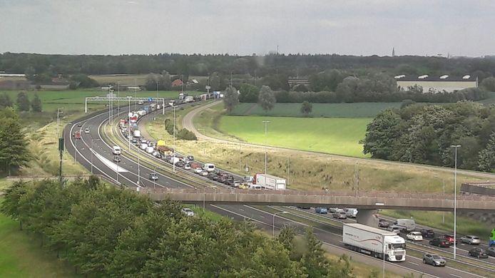 File op A58 bij Etten-Leur door ongeluk.