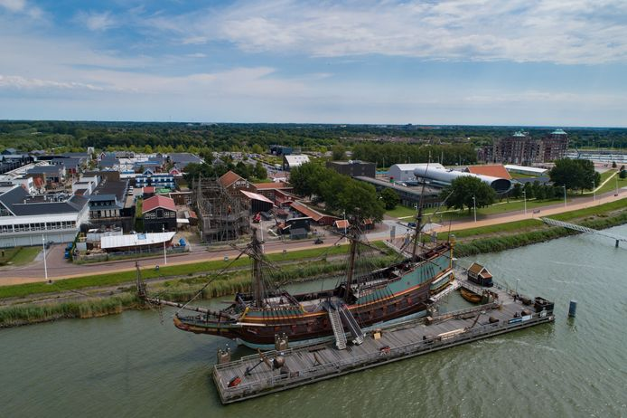 De Batavia aan de steiger in Lelystad.
