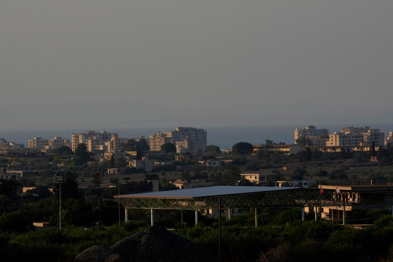 Een beeld van de verlaten badplaats Varosha.