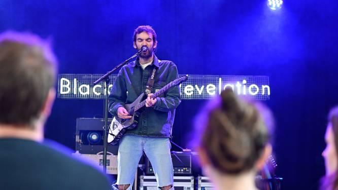 Dronken fan biedt 50 euro voor gevangen drumstok van Black Box Revelation: voltreffer voor eerste concert in Het Veld