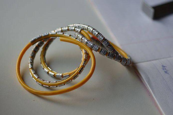 De ringetjes die voorzien worden voor de vogels.