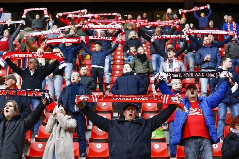 FC Twente liet onder voorwaarden 4.000 supporters  toe bij de wedstrijd tegen FC Utrecht in de Grolsch Veste in Enschede op 25 april.  Beeld ANP