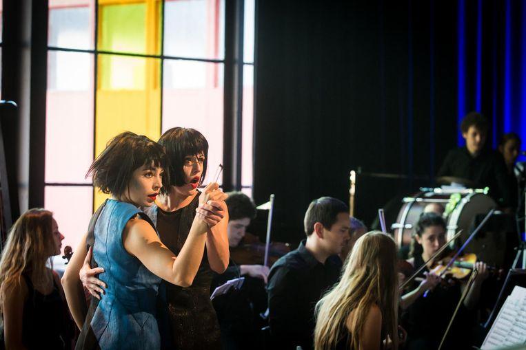 Cora Burggraaf (r.) en Heather Ware op het Delft Chamber Music Festival. Beeld Ronald Knapp