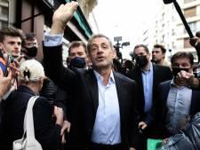 """Condamné à 1 an de prison, Nicolas Sarkozy s'offre un bain de foule: """"Les gens ne sont dupes de rien"""""""