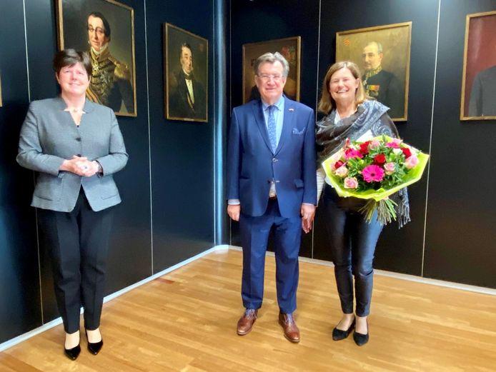 Henk Hellegers, burgemeester van Uden, legt de eed af bij de commissaris van de Koning, Ina Adema. Hij werd vergezeld door zijn echtgenote Lilian. Dit wordt zijn derde termijn als burgemeester van de gemeente Uden.