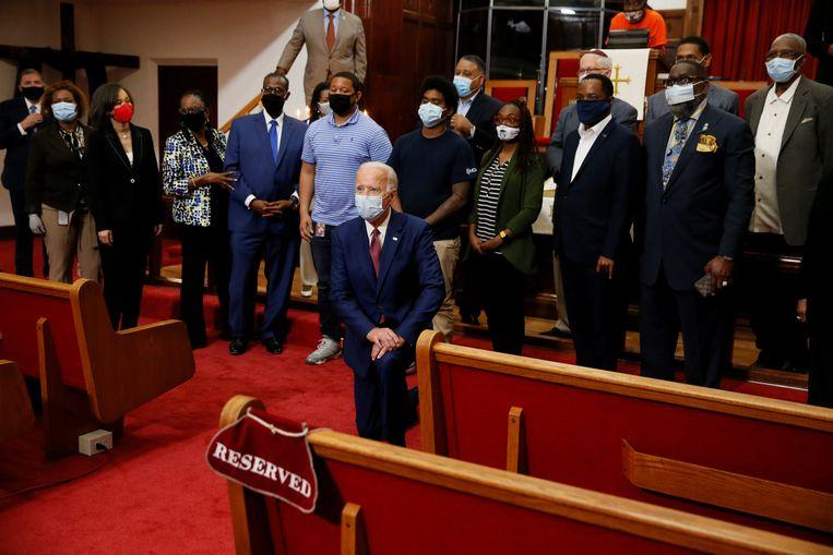 Joe Biden gisteren op een bijeenkomst met Afro-Amerikaanse leiders in een kerk in Wilmington, Delaware. Beeld REUTERS