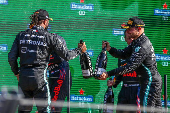 Lewis Hamilton (links) en Valtteri Bottas (rechts) stonden beiden op het podium in Zandvoort.