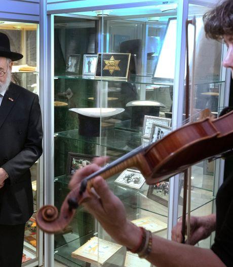 Hoog bezoek en een hoge hoed voor het WO2-museum in Vuren