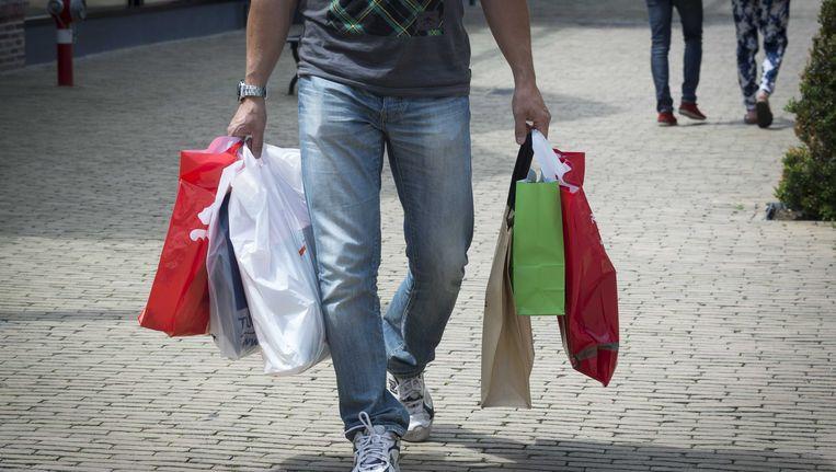 Sinds het verbod op gratis plastic tasjes is het gebruik ervan drastisch afgenomen. Beeld ANP XTRA