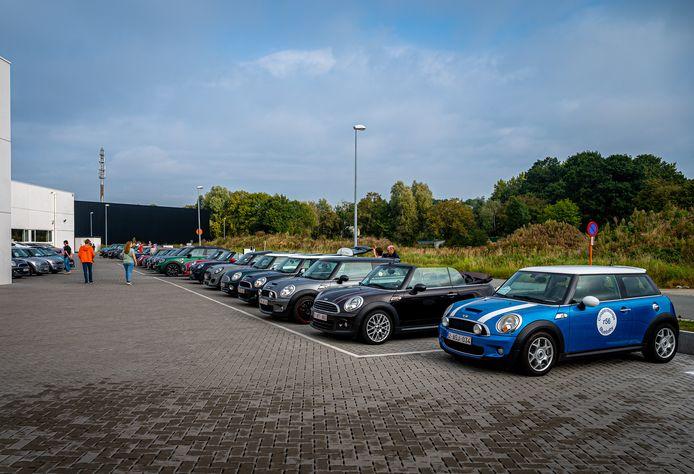 50 Mini's vertrokken zondag in Aalst voor een rondrit door Vlaanderen.