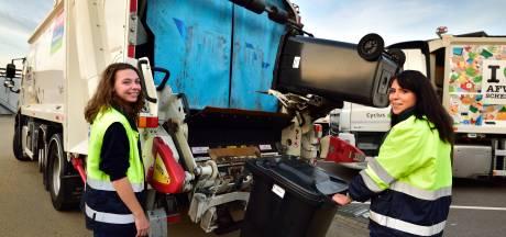 Twee stiefzussen op de vuilniswagen: 'Je moet niet gaan gillen als je iets vies vindt'