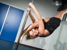 Helga (51) hangt drie keer per week aan de danspaal. Voor Pole Fitness