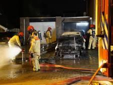 Auto brandt uit op oprit in Waalre