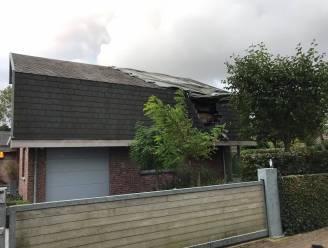 Duits gezin ziet plots vlammen door dak van tweede verblijf slaan