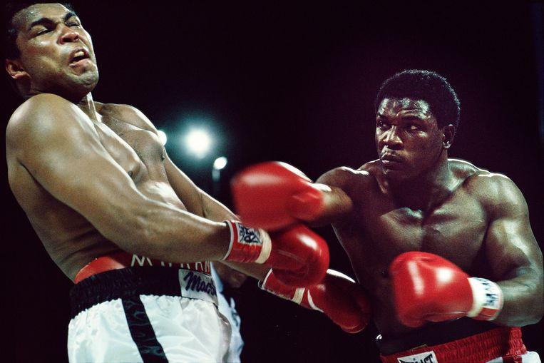 Ali's laatste gevecht, tegen Trevor Berbick (r) in 1981. Ali verloor.  Beeld Guus Dubbelman