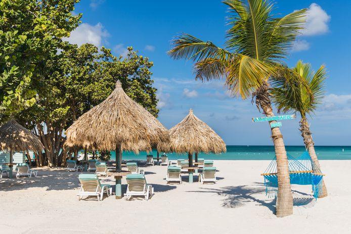 Het strand aan het Boardwalk Hotel op Aruba.