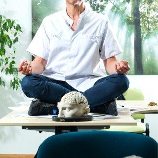 %E2%80%98ik-schrijf-als-neuroloog-steeds-vaker-meditatie-voor-in-ons-land-is-het-gebruik-van-slaap--en-kalmeermiddelen-nog-altijd-veel-te-hoog%E2%80%99