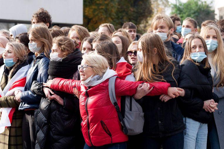 Ook studenten gaven gehoor aan de stakingsoproep. Ze kregen op straat gezelschap van enkele duizenden gepensioneerden bij acties om solidariteit te betuigen met stakers. Beeld AFP
