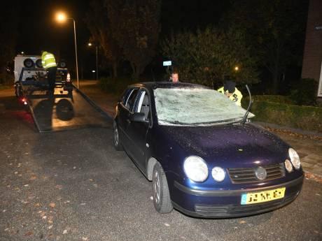 Explosief in auto gegooid in Boskoop; voertuig total loss