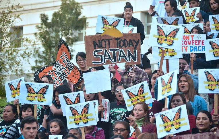 Dreamers and advocates write attend a rally in support of a Clean Dream Act in Los Angeles, California. Beeld AFP