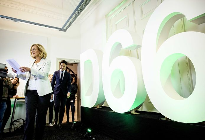 D66-leider Sigrid Kaag geeft een korte verklaring tegenover de pers over het besluit dat de partij heeft genomen over de formatie. D66 wil toch gaan onderhandelen over een doorstart van het huidige kabinet met VVD, CDA en ChristenUnie. ANP SEM VAN DER WAL