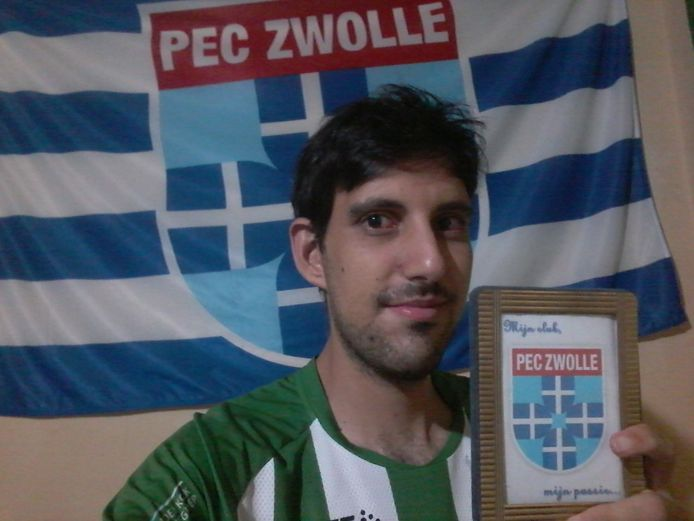 De Braziliaanse PEC-supporter Ricardo Machado beheert niet alleen Facebook-pagina 'PEC Zwolle - Brasil', maar schrijft ook gedichten over zijn favoriete club.