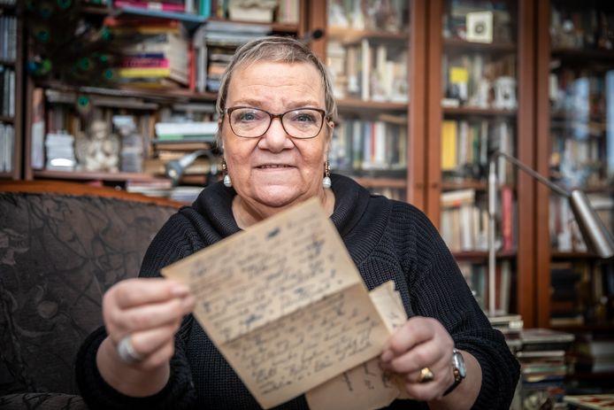 Aranka Wijnbeek op archiefbeeld bij een verhaal over haar Hongaarse moeder die als kind van 8 uit Boedapest naar Kampen kwam bij een pleeggezin.