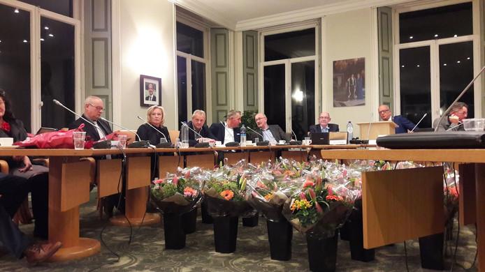 De bloemen staan klaar voor de raadsleden in Neerijnen