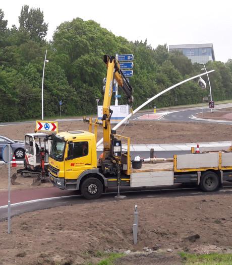 En opeens is die daar, een nieuwe rotonde in de Binnenvaartweg bij Terneuzen
