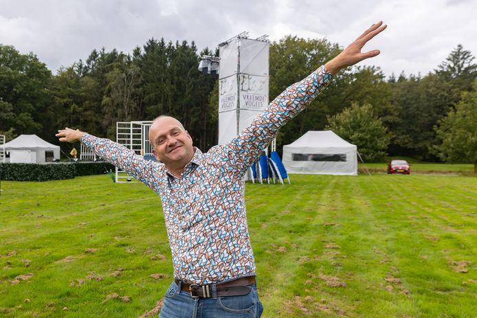 Han Evers is theaterdirecteur, de openluchtproductie Vreemde Vogels staat dit jaar op De Bult in Steenwijk.