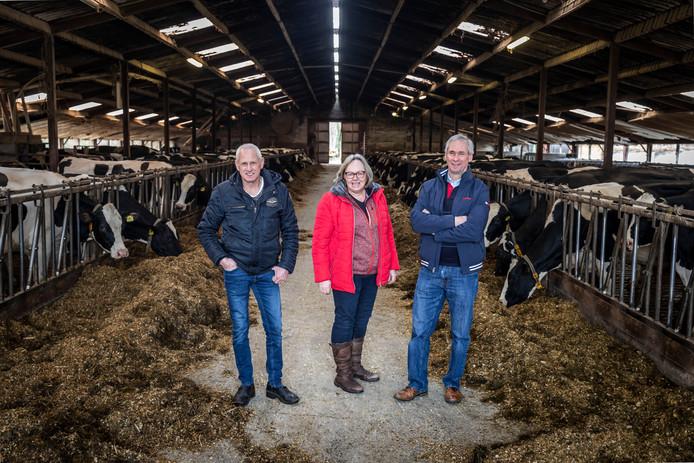 Ad, Marjo en Jan van Happen op de boerderij in Waalre.