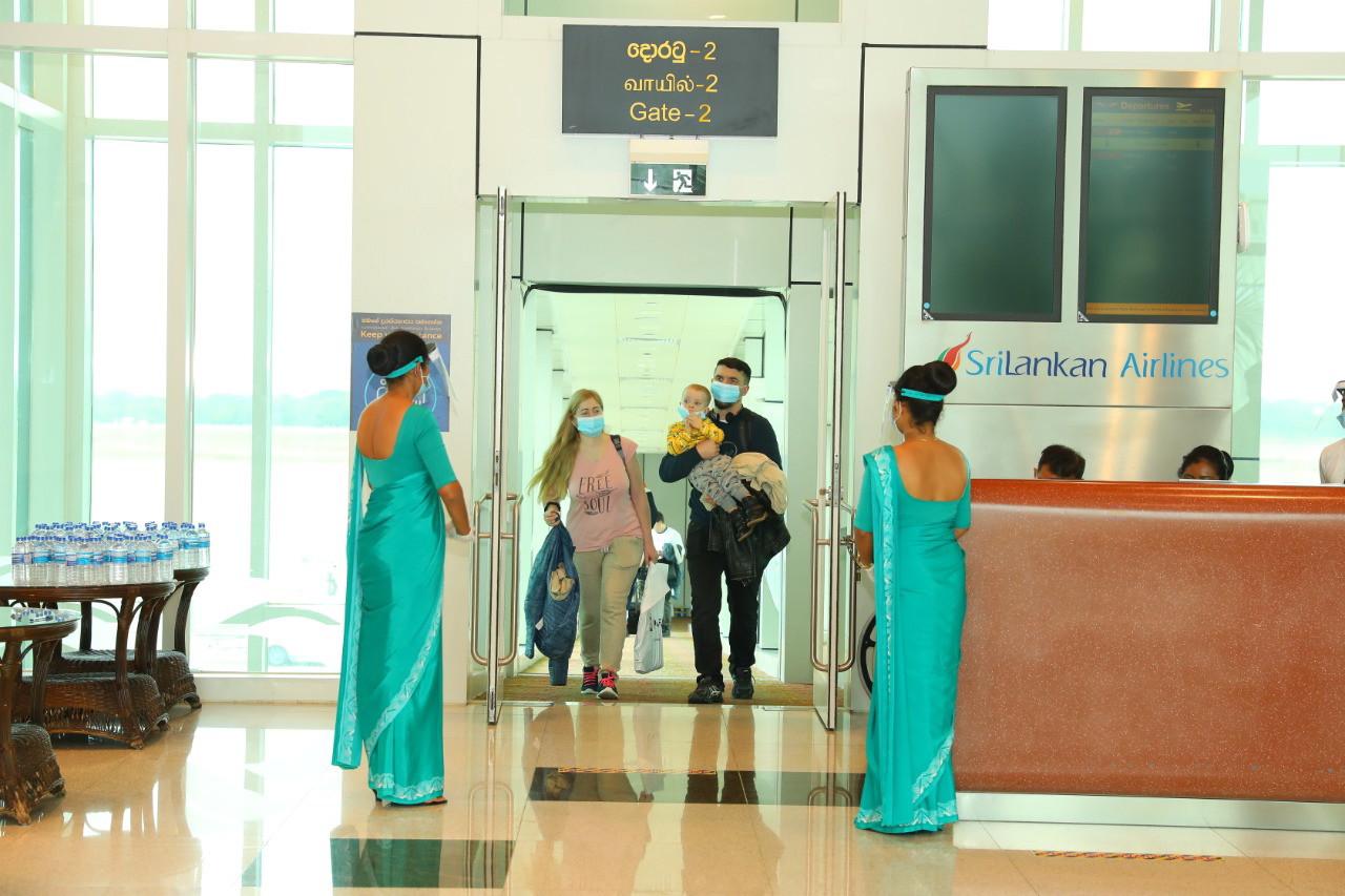 Archiefbeeld: toeristen worden welkom geheten op Sri Lanka