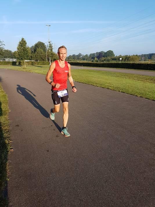 Wagenaars na 172 kilometer op weg richting  de titel. (hard)lopen op het parcours in Deventer.