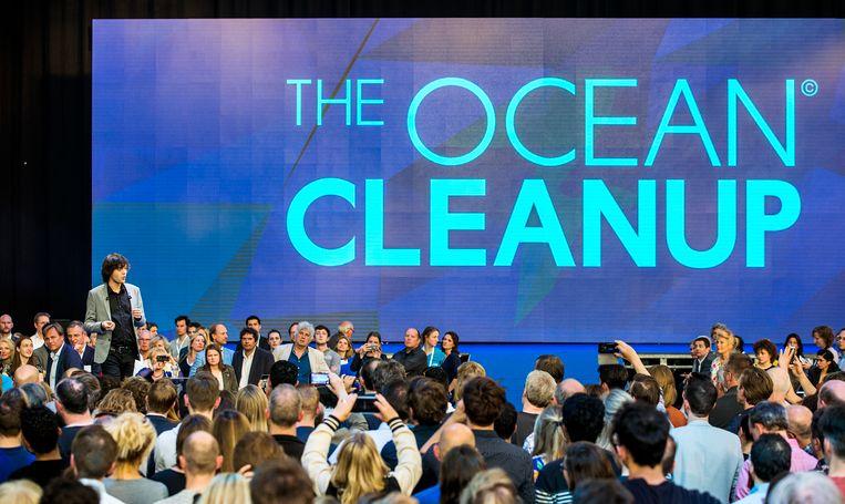 CEO en oprichter van de Ocean Cleanup, Boyan Slat, tijdens een event in de voormalige werkspoorfabrieken. Beeld Jiri Buller