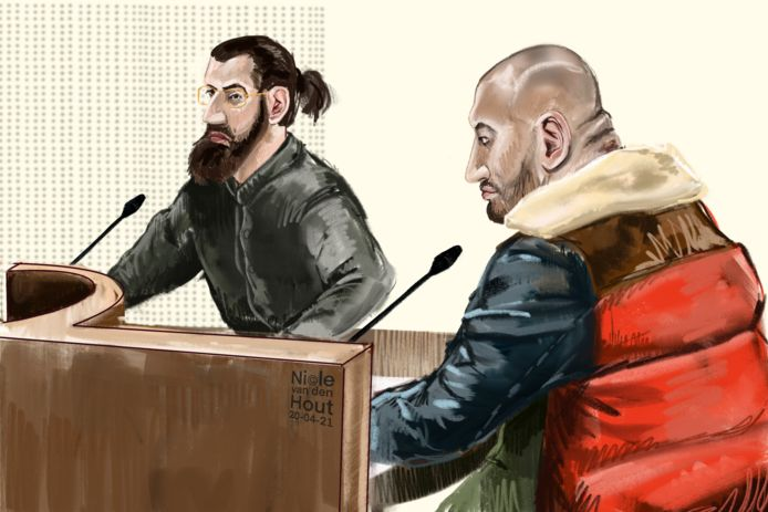Abas (links) en Idris M. uit Zwolle tijdens de eerste dag van hun rechtszaak.