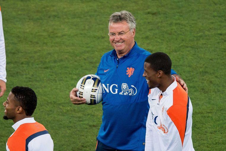 2014-09-03 00:00:00 BARI - Bondscoach Guus Hiddink en Georgini Wijnaldum tijdens de training van het Nederlands elftal in Bari. Oranje bereidt zich voor op de oefeninterland tegen Italie. ANP PRO SHOTS Beeld ANP Pro Shots