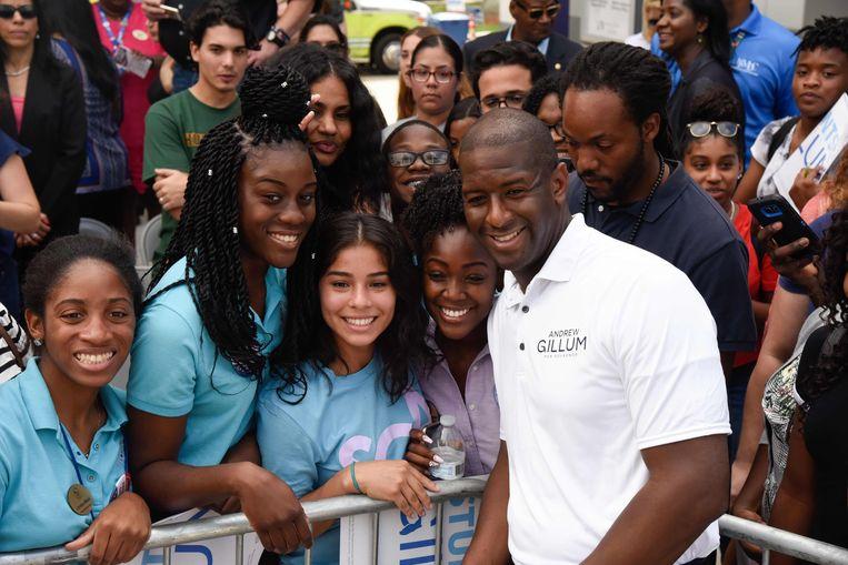 Andrew Gillum, burgemeester van Tallahassee, hoopt dinsdag de eerste zwarte gouverneur van Florida te worden. Ook hij is in een nek-aan-nekrace verwikkeld met zijn Republikeinse tegenstander, Ron DeSantis. Beeld AFP