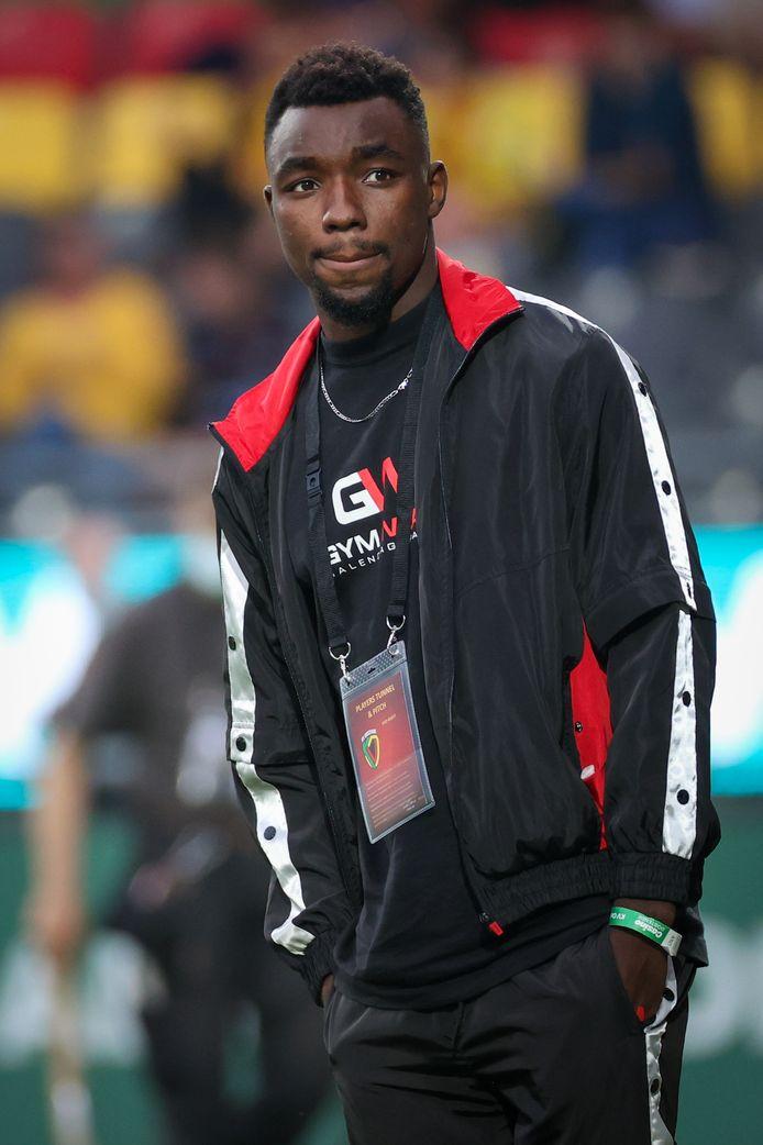 Thierry Ambrose, hier tijdens de voorstelling voor aanvang van de match tegen Charleroi, moet KV Oostende mee aan doelpunten helpen.